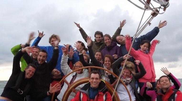teambuiding op een zeilboot